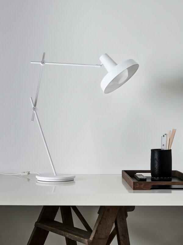 LUMINAIRE-LAMPEAPOSER-Grupa_Arigato