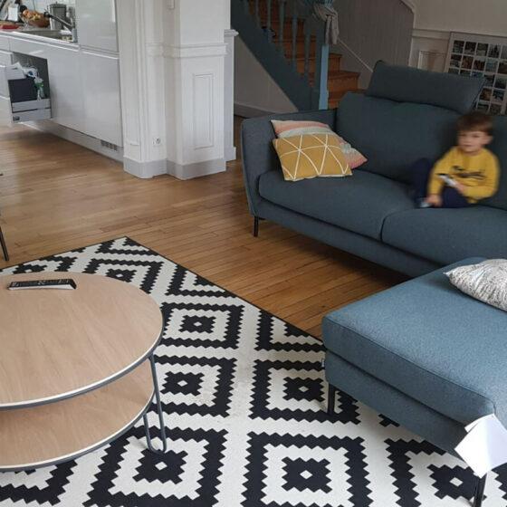 Aménagement d'un espace salon avec une table basse de Harto et un canapé modulable de Sits