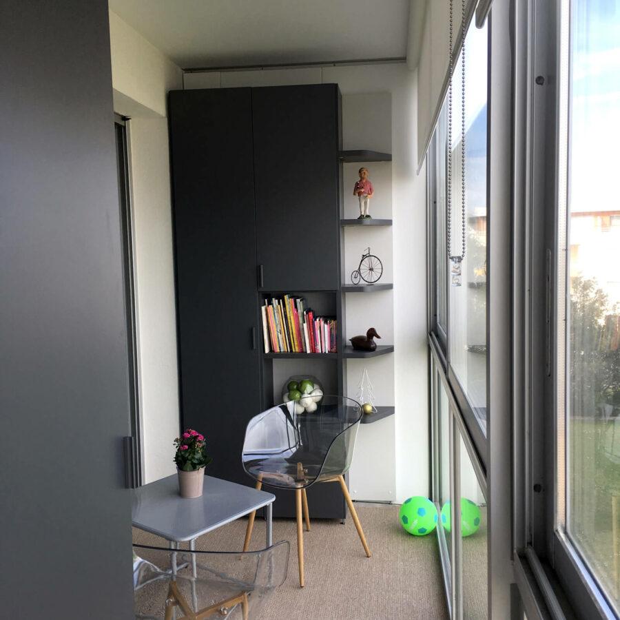 Aménagement et optimisation d'une loggia en espace bureau et rangement avec le mobilier composable Nidi